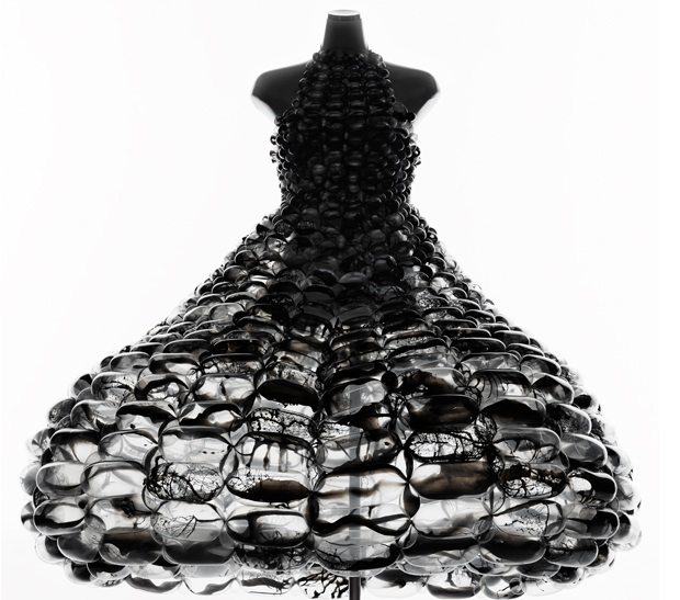 daisy-balloon-blackdress