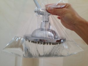 showerhead in water-vinegar solution