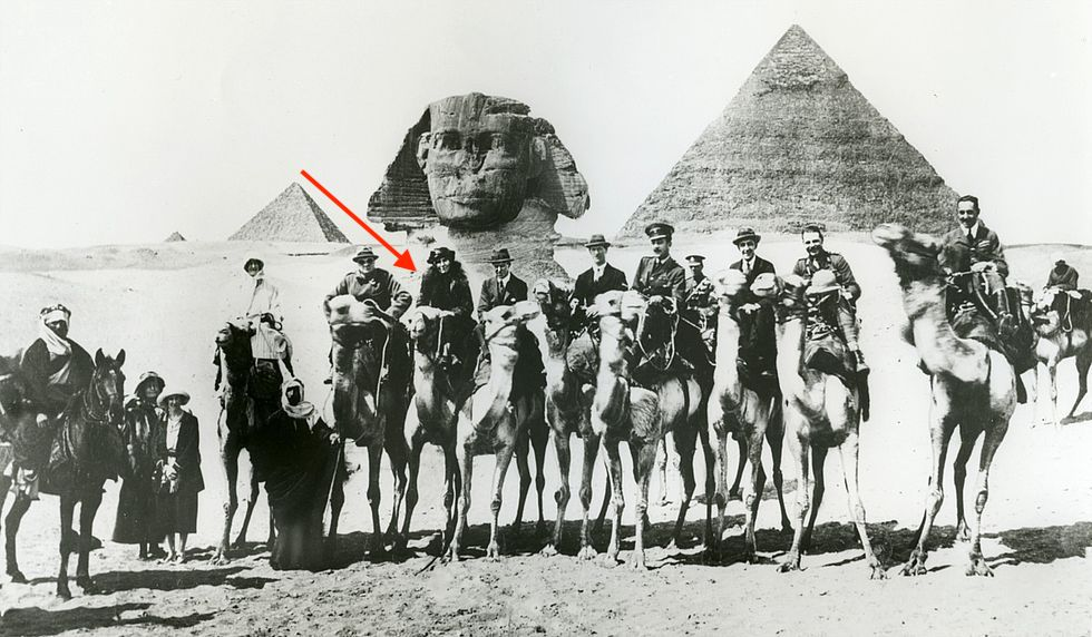 A few of the 39 participants of the 1921 Cairo Conference. Under the face of the Sphinx and from left to right: Winston Churchill, Gertrude Bell and T.E. Lawrence.